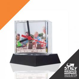 Relógio Cubo Acrilico 6cm   Brilho Acompanha: Suporte preto + Mecanismo + Ponteiros (3)